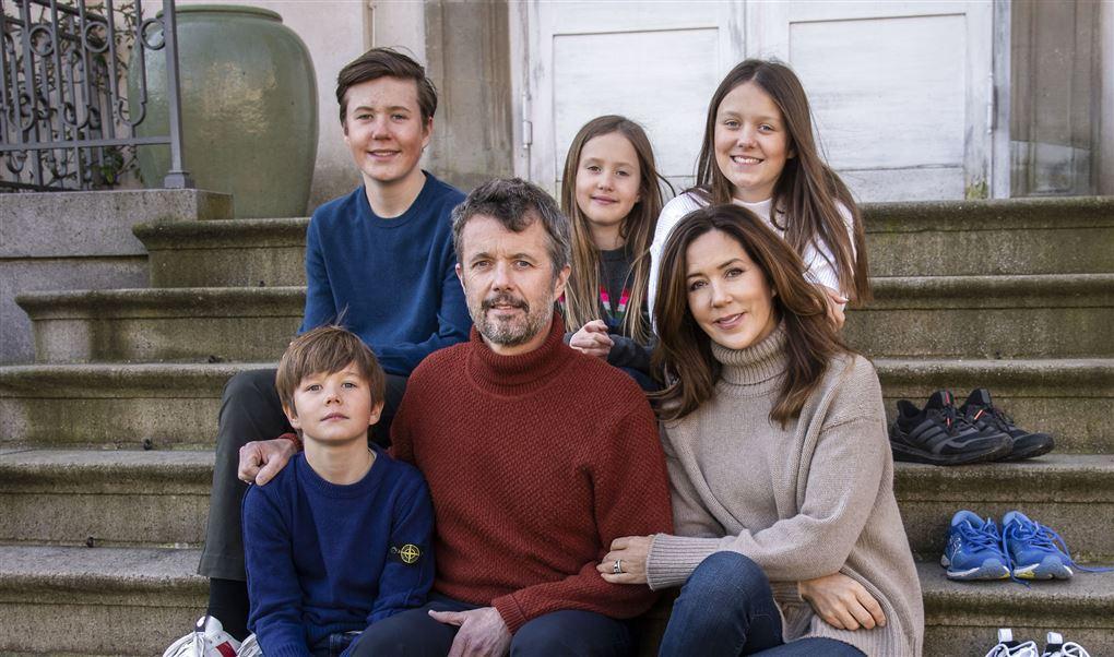 billede af kronprinsfamilien