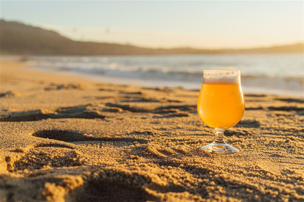 En øl på en strand