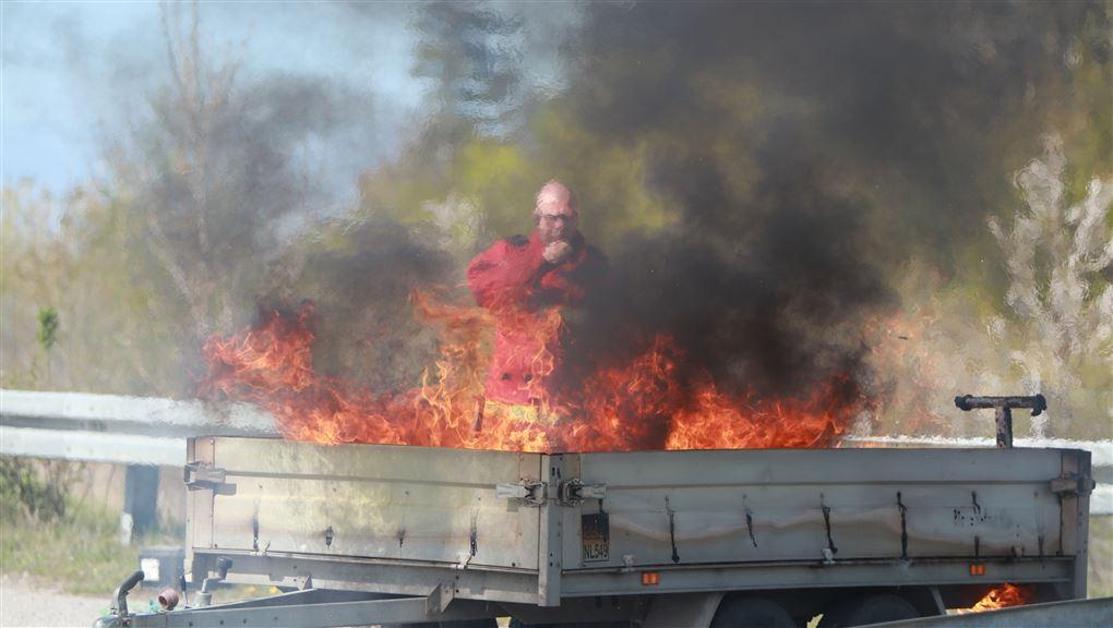 billede af den brændende trailer
