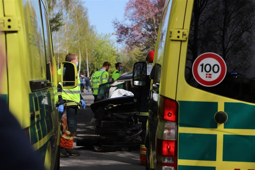 redningsmandskab på uheldsstedet