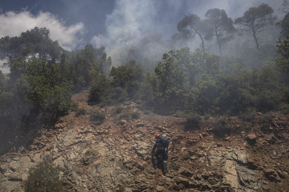 Brandmand på stenet jord