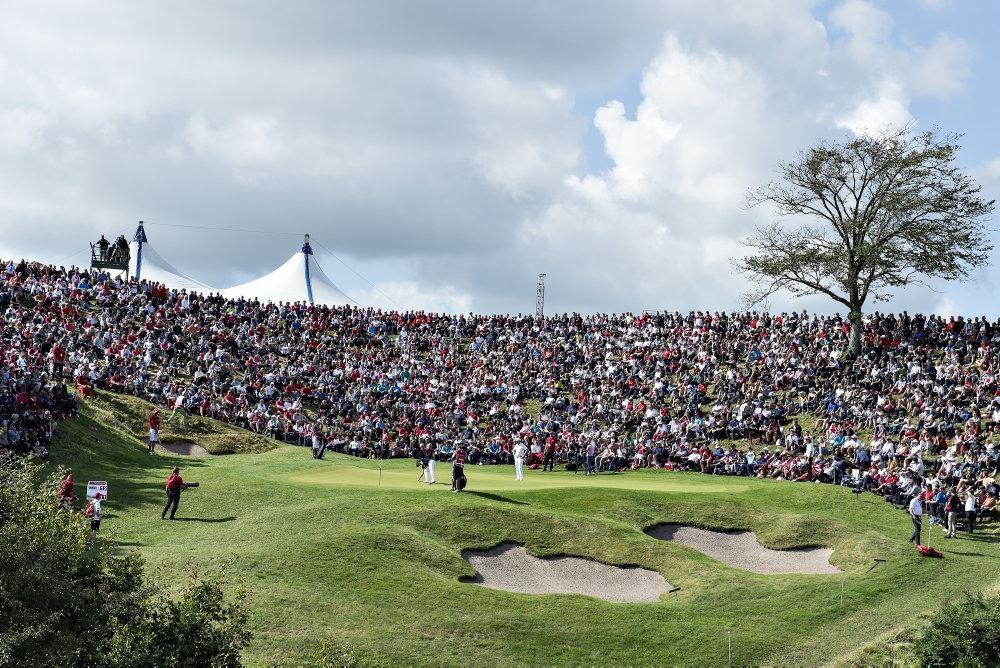 En golfbane i sol