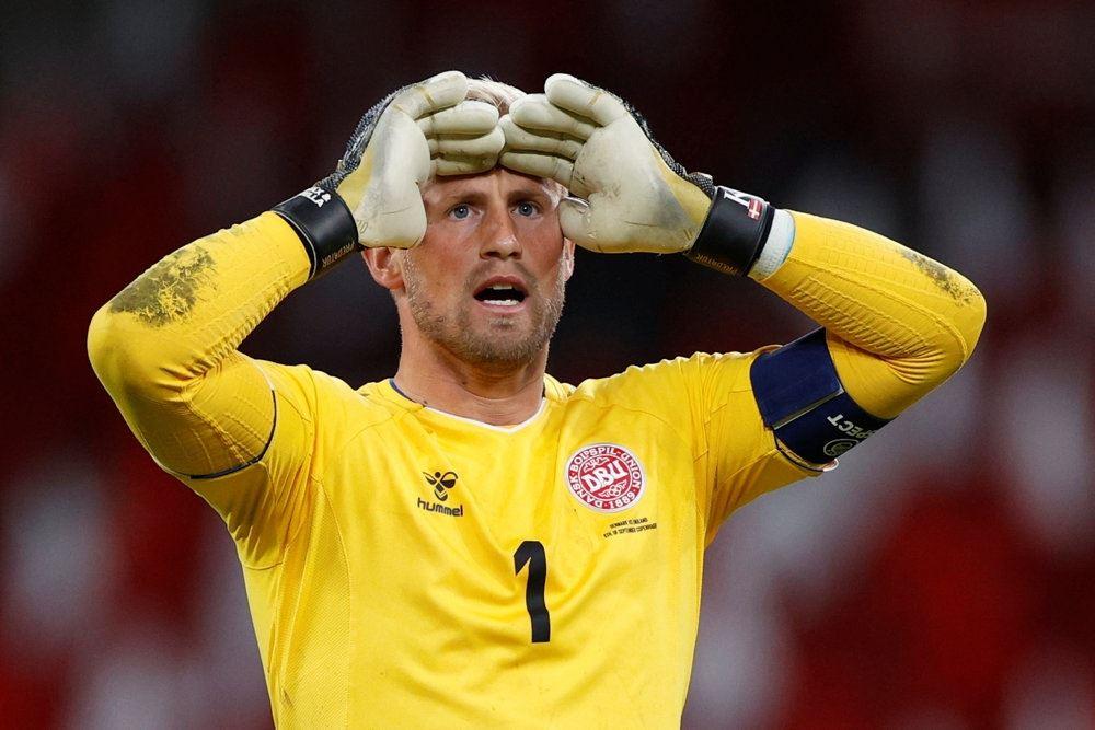 Kasper Schmeichel i knaldgul målmandstrøje