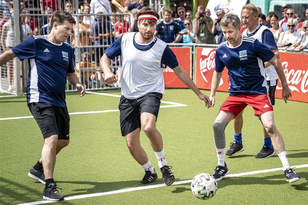 Michael Laudrup, Malte Ebert og kronprins Frederik spiller fodbold