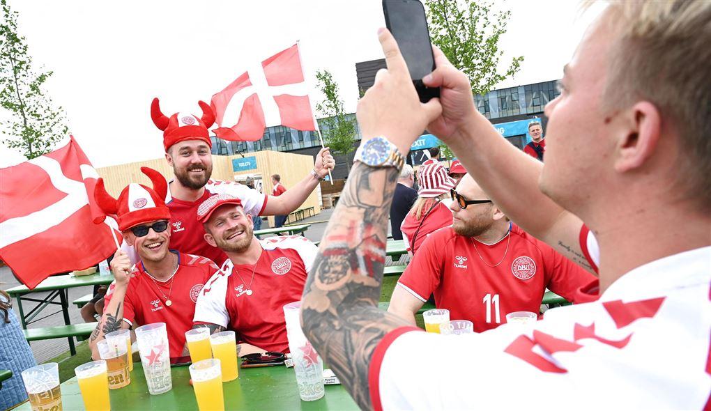 danske fodboldfans hygger sig