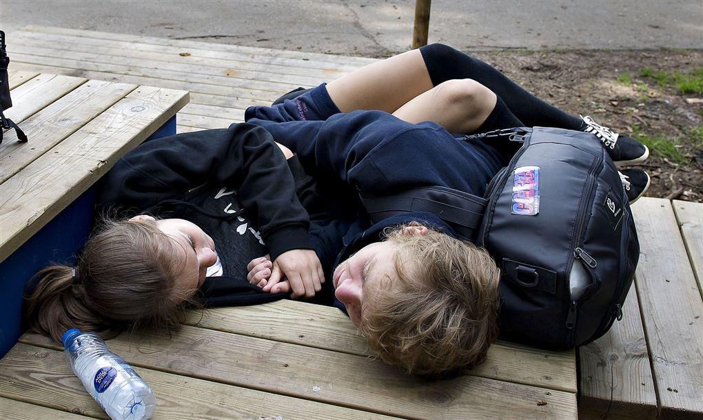 to trætte børn