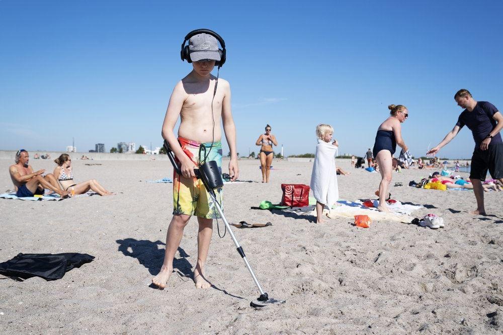 Folk på en strand