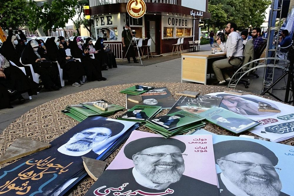 Valgplakater af skægget ayatollah