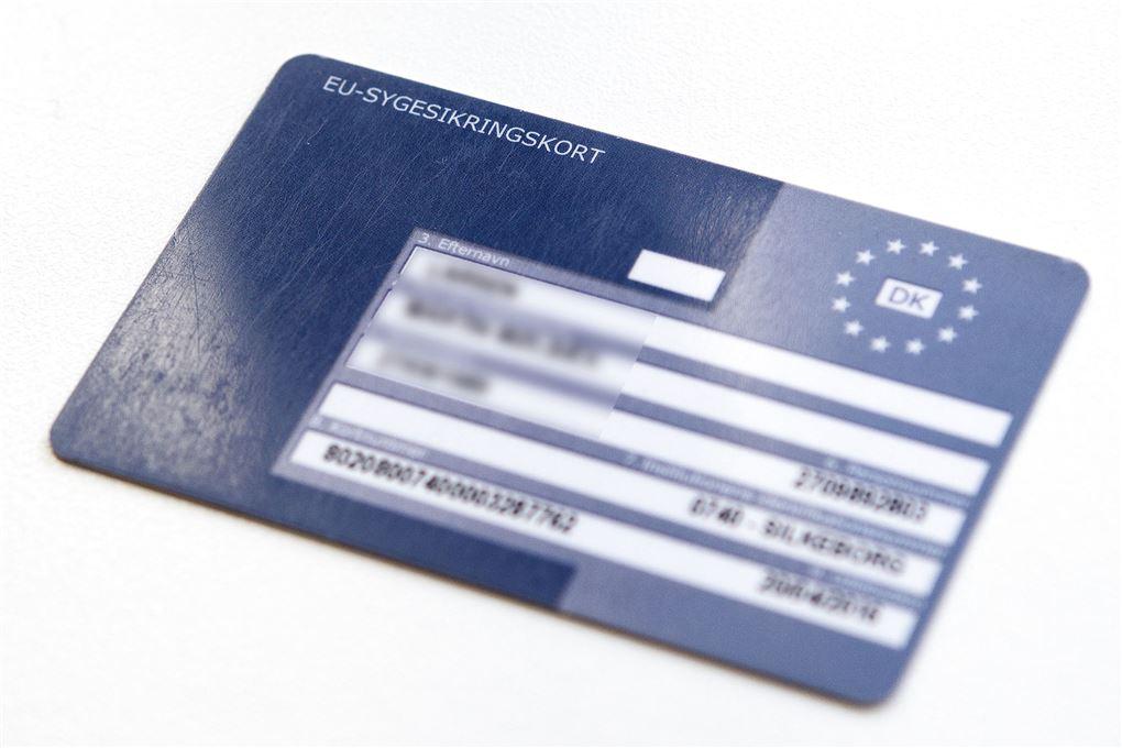 billede af et blåt EU-sygesikringskort