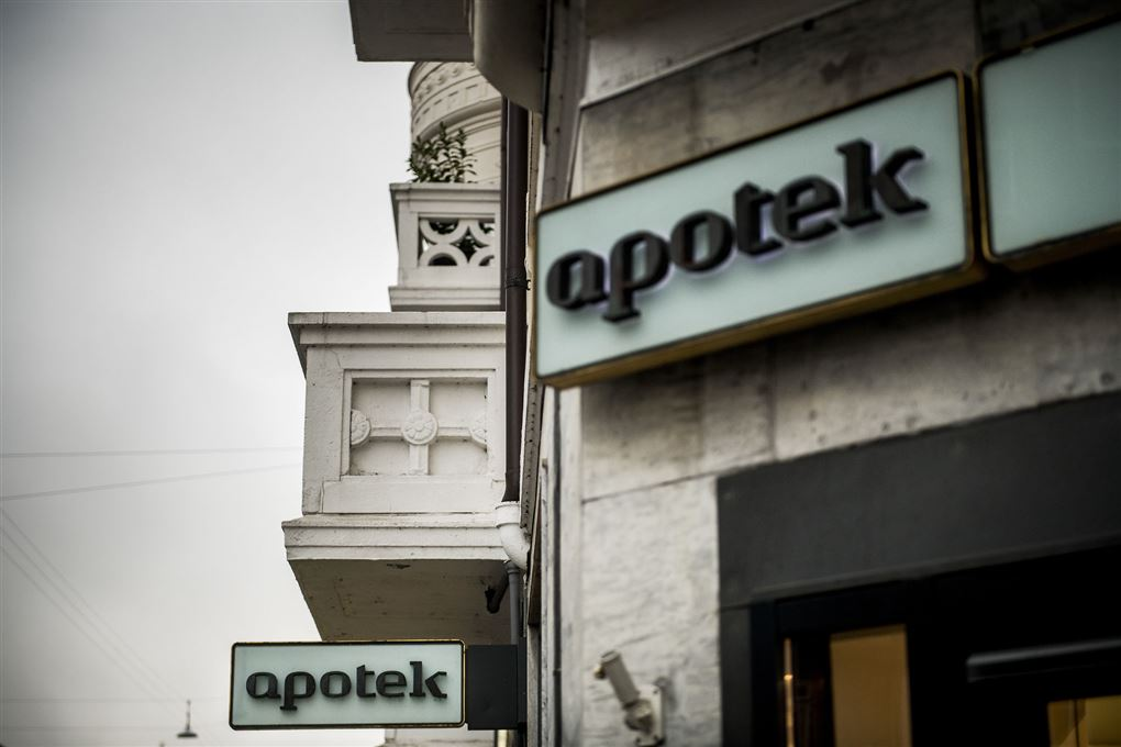 Apotek-skilt på facade