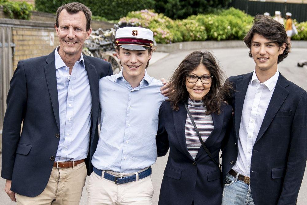 prins joachim poserer med familien