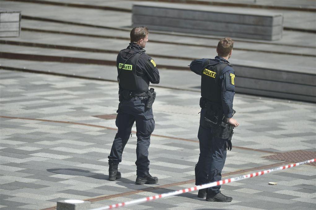 Politifolk set bagfra