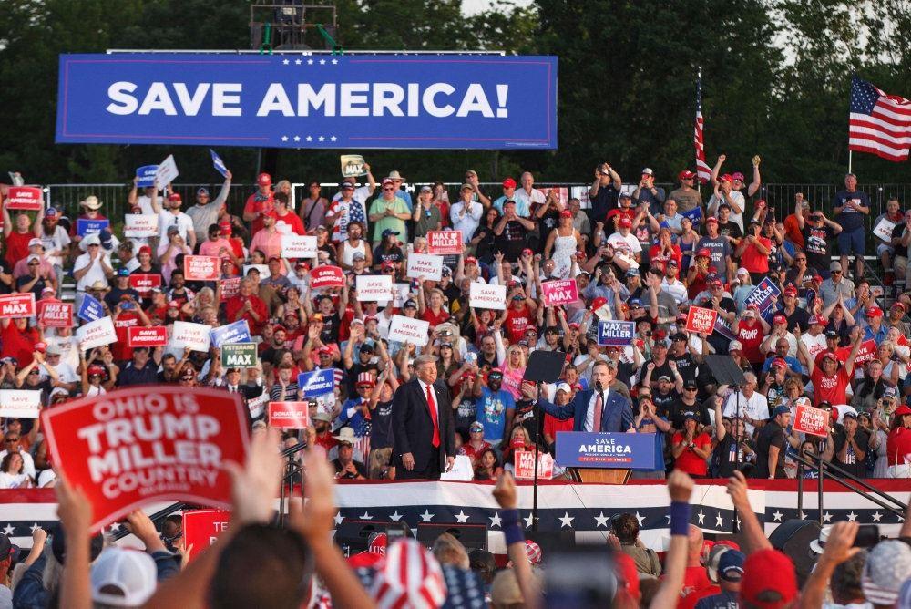 Trumptilhængere til vælgermøde