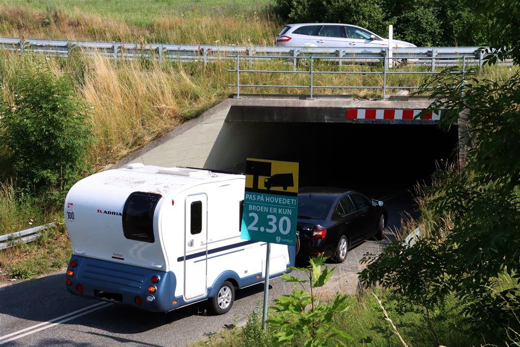 campingvognen holder ved broen