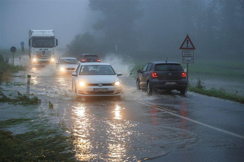 oversvømmet vej
