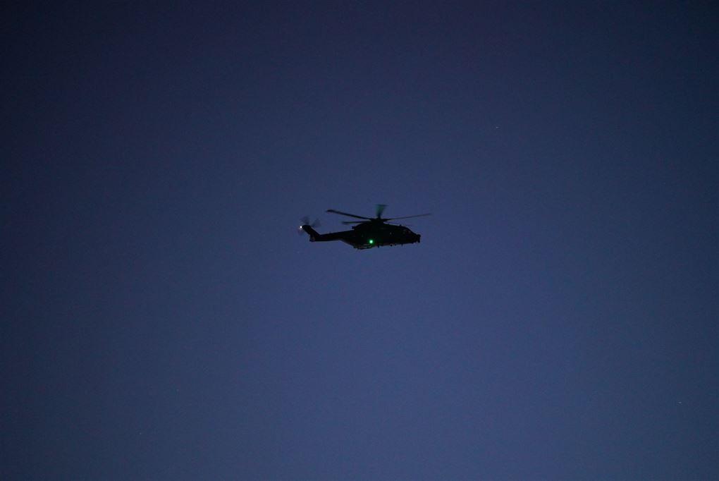 Helikopter på nattehimlen