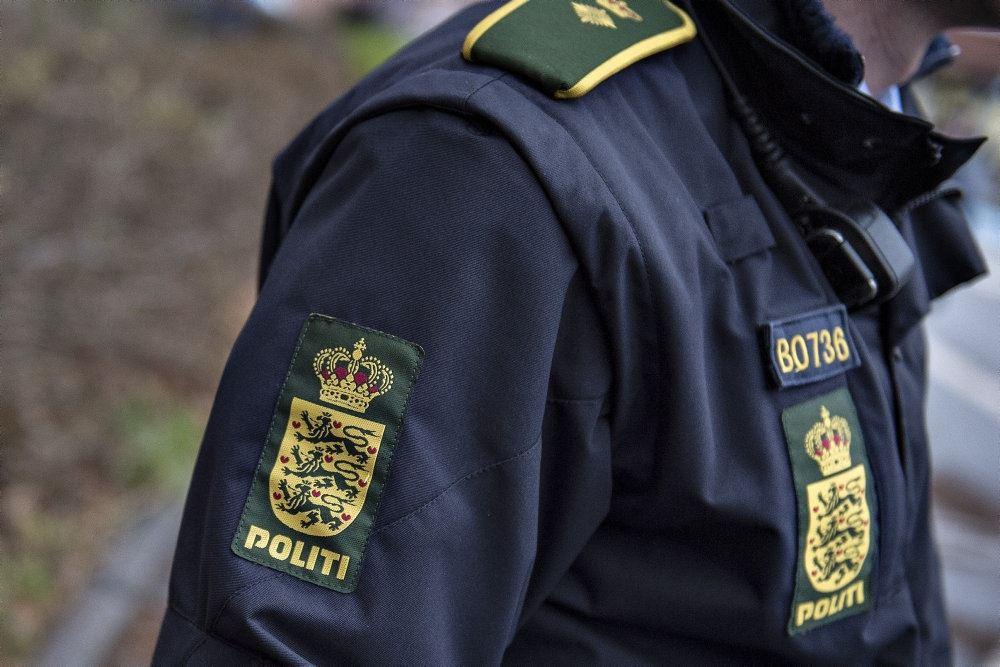 Skulder på anonym politimand
