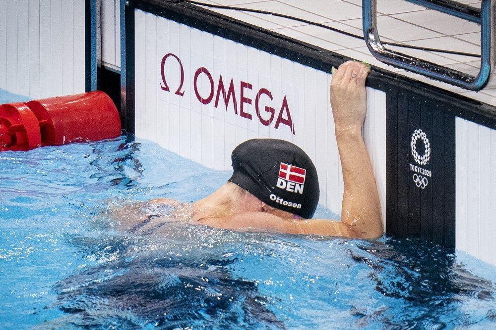Jeanette Ottesen i bassinet