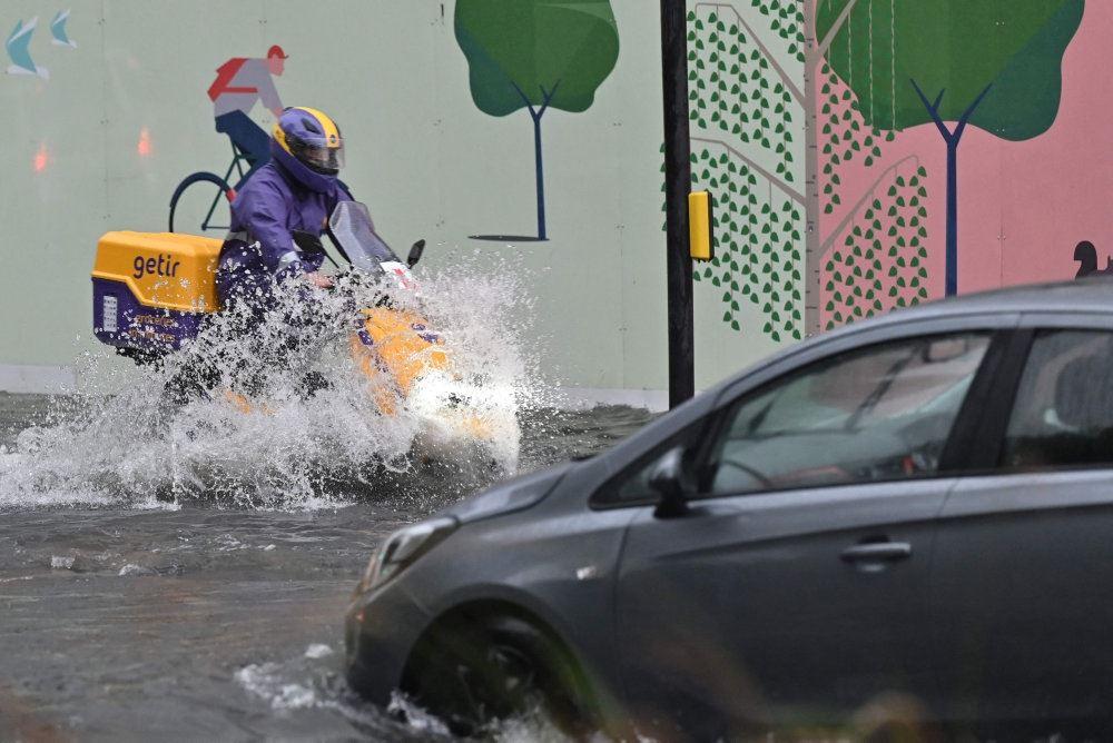 Motocykel i vandmasser