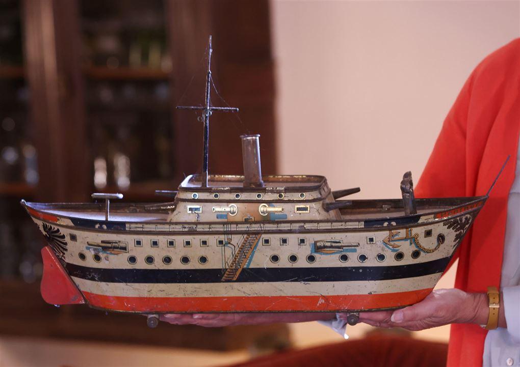 dåse formet som et skib