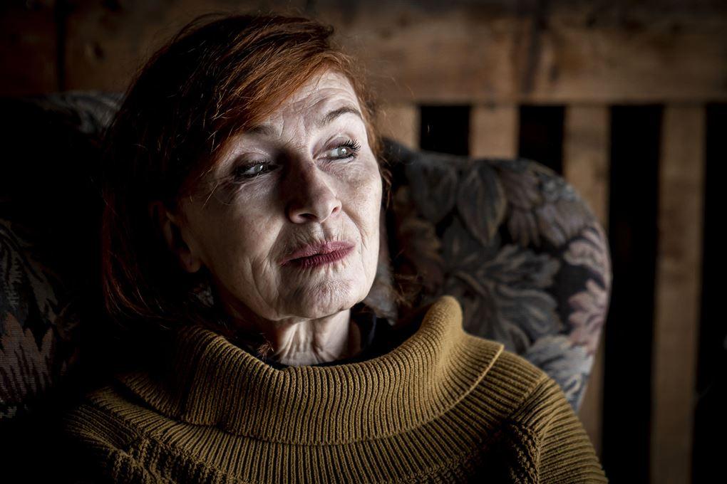 Bodil Jørgensen i profil hun ser meget tænksom ud.