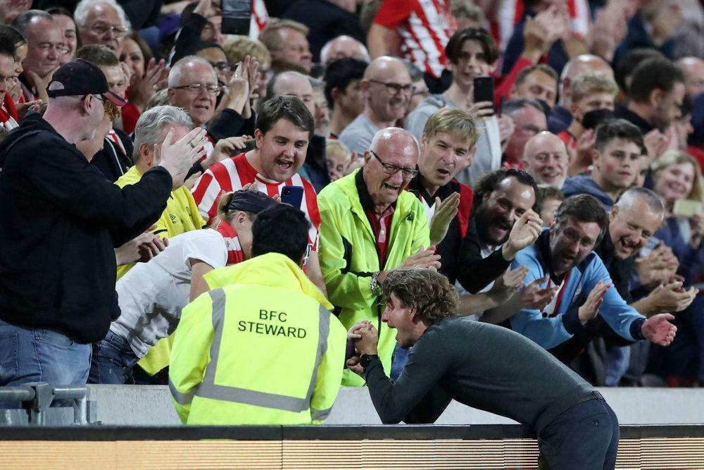 Glade fans på et stadion