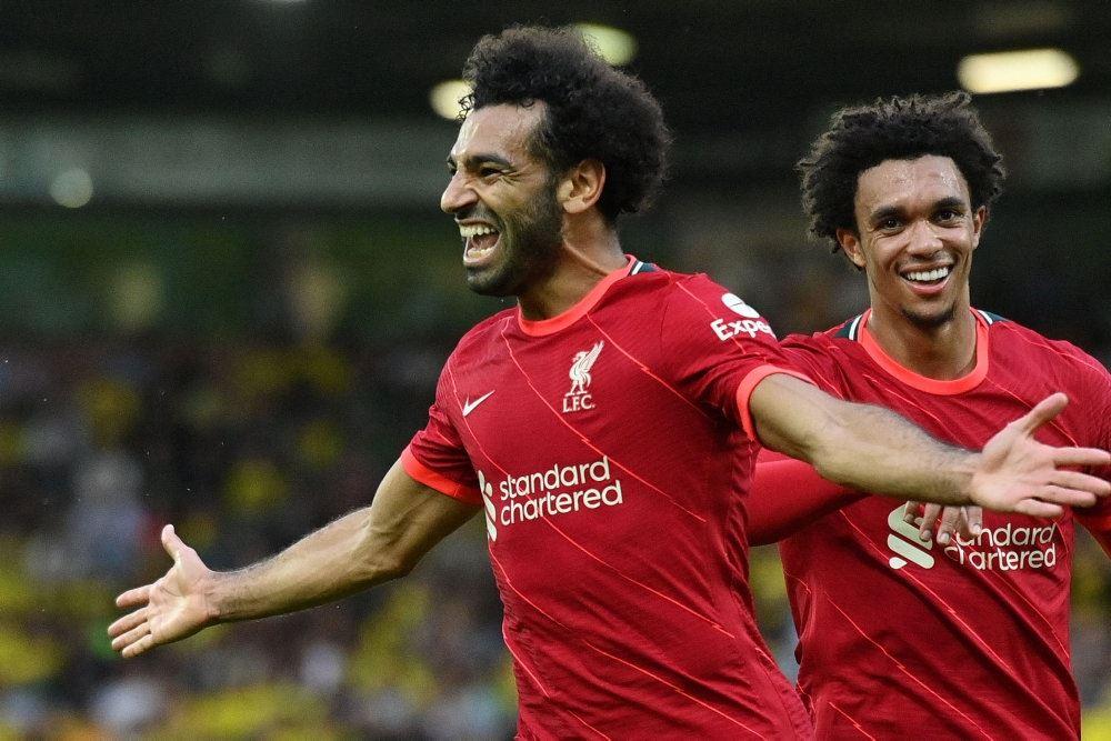 Jublende Liverpool-spillere på banen