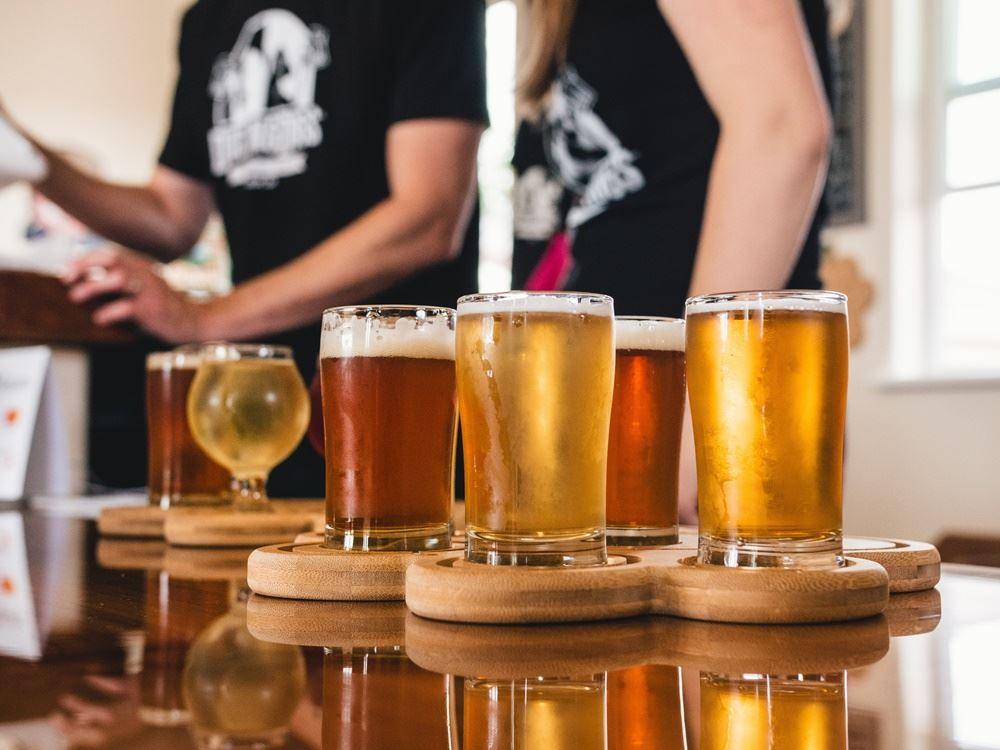 øl står på bord