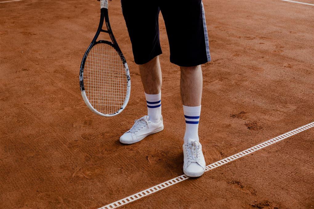 en tennisspiller på banen