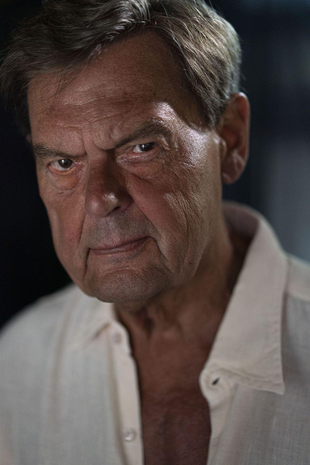 Ulf Pilgaard i hvid skjorte