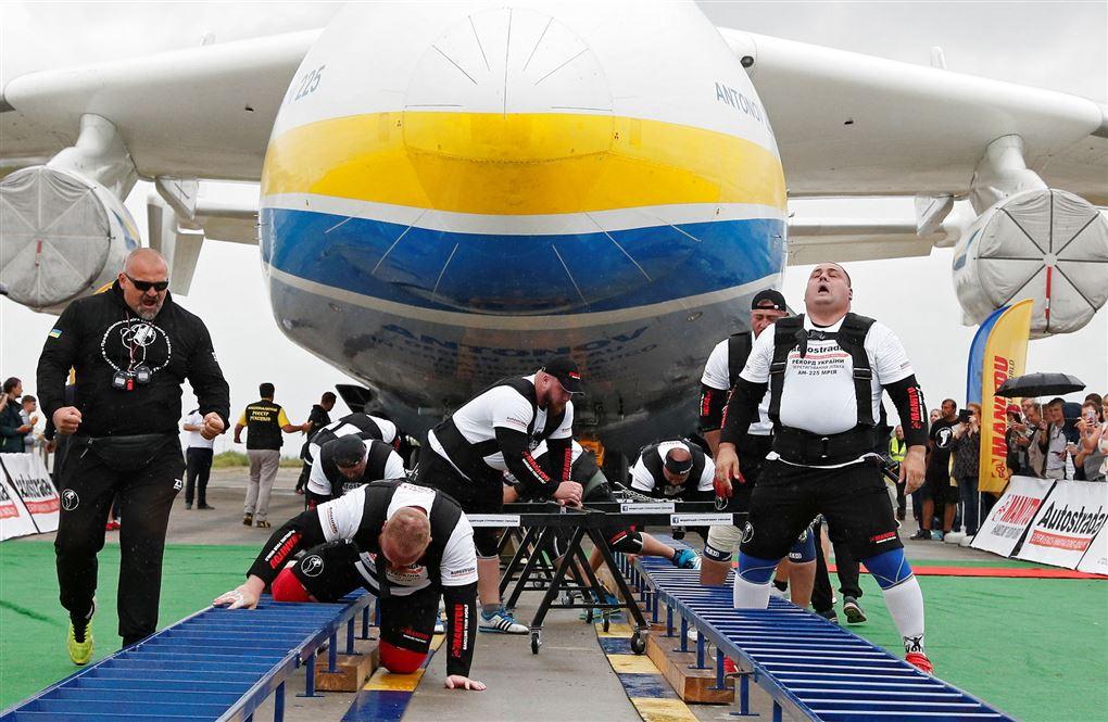 de otte mænd og flyet