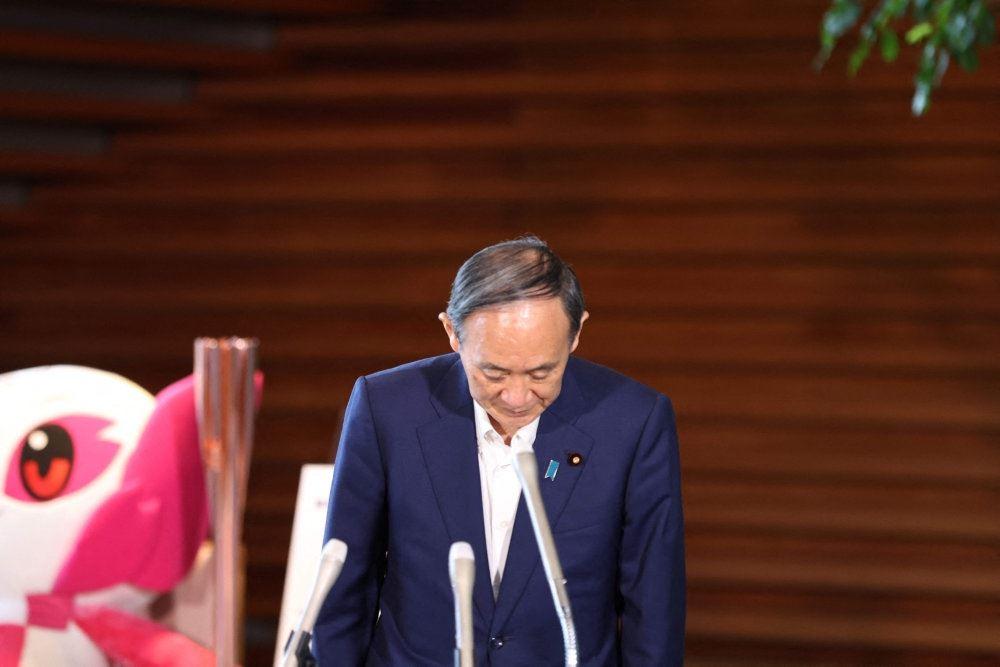 en japaner på en talerstol