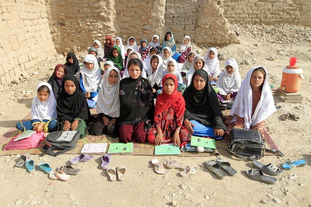 en flok afghanske børn