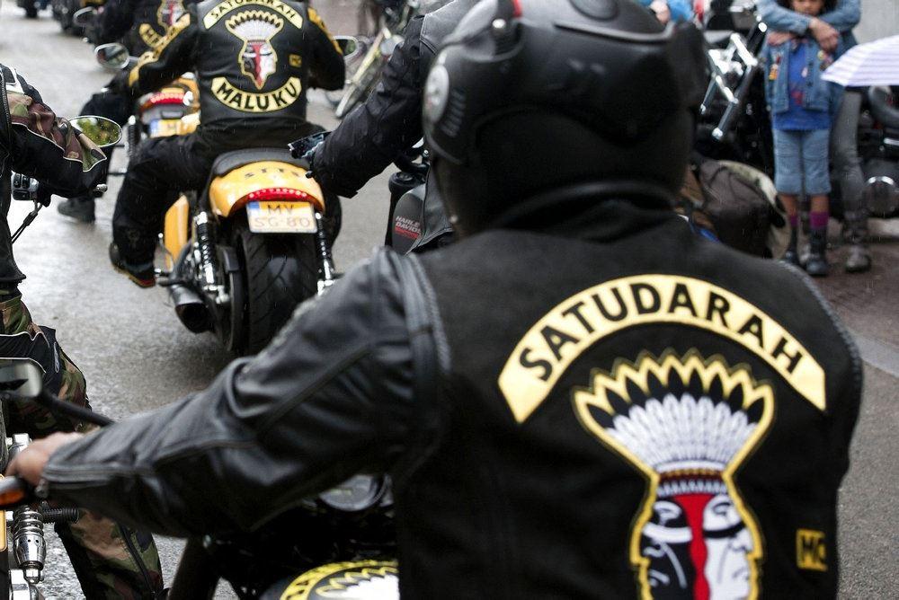 rockere kører på motorcykel