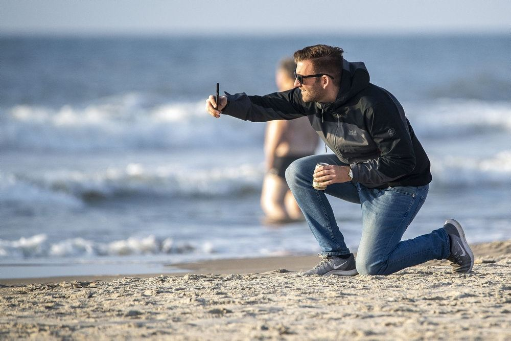 mand på strand
