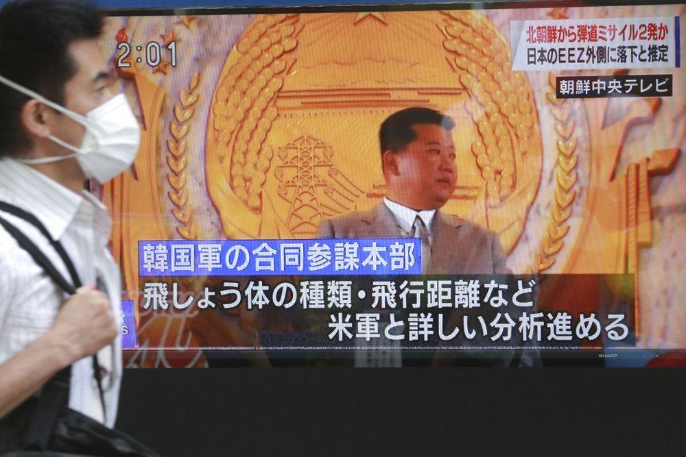 en lille fed nordkoreaner taler på tv