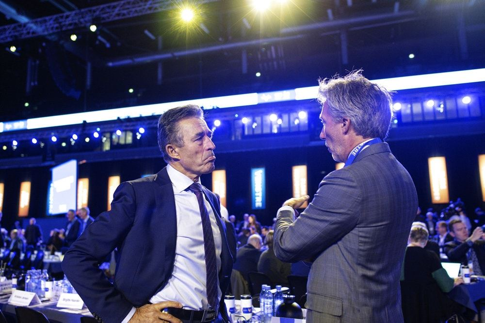 To politikere i samtale