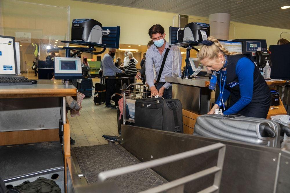 Tjekind-skranke i en lufthavn
