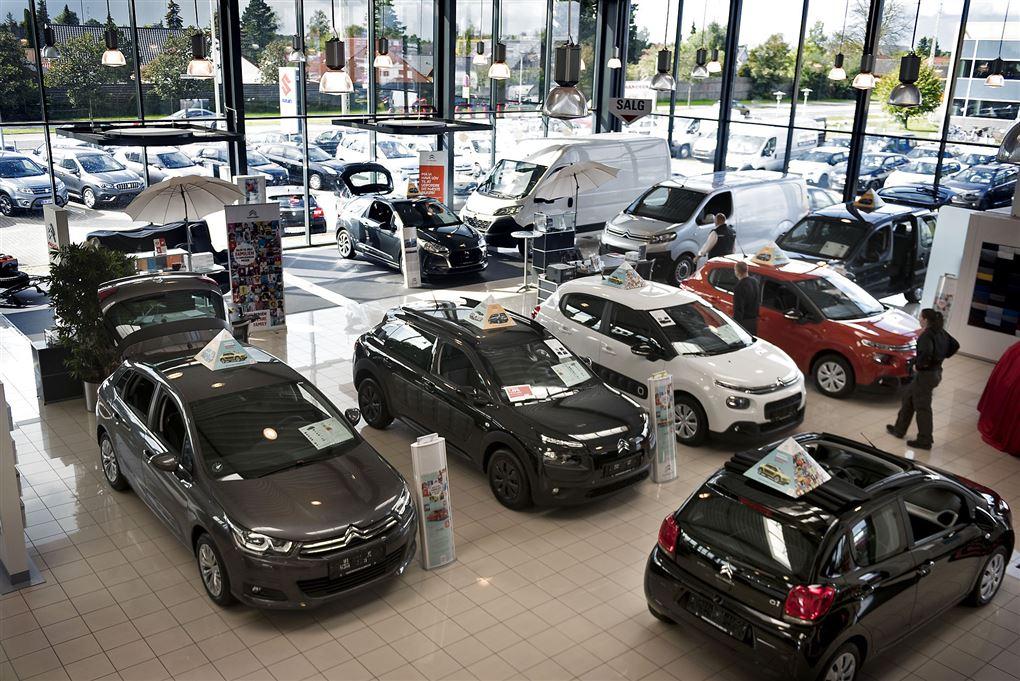 biler hos bilforhandler