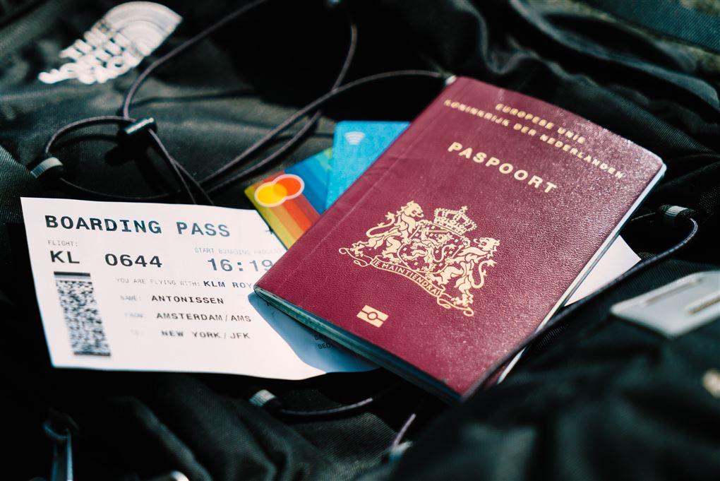 Et pas og en flybillet