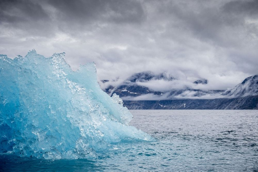 Isbjerg i fjord