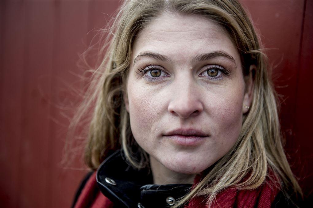 Portrætbillede af Christina Krzyrosiak Hansen. Hun kigger direkte ind i kameraet.